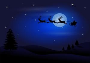 Weihnachtsmann fliegt mit seinem SChlitten nacht vor dem Mond vorbei