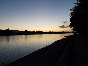 Bonner Rheinufer im letzen Abendlicht