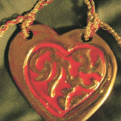 Red heart gold luster