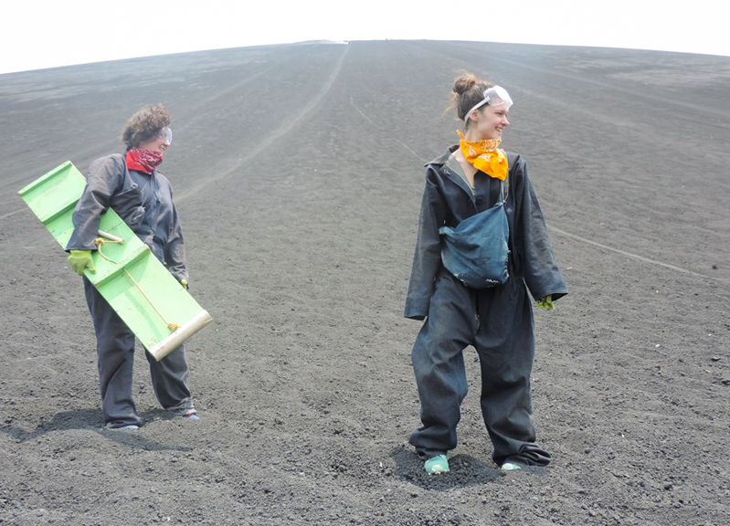 Volcano Boarding à Léon, Nicaragua