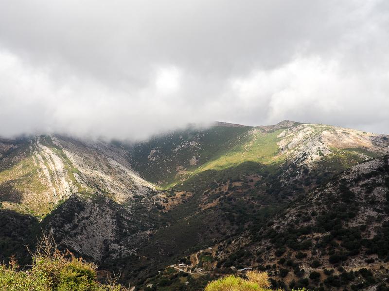 Montagnes sur la route de Naxos