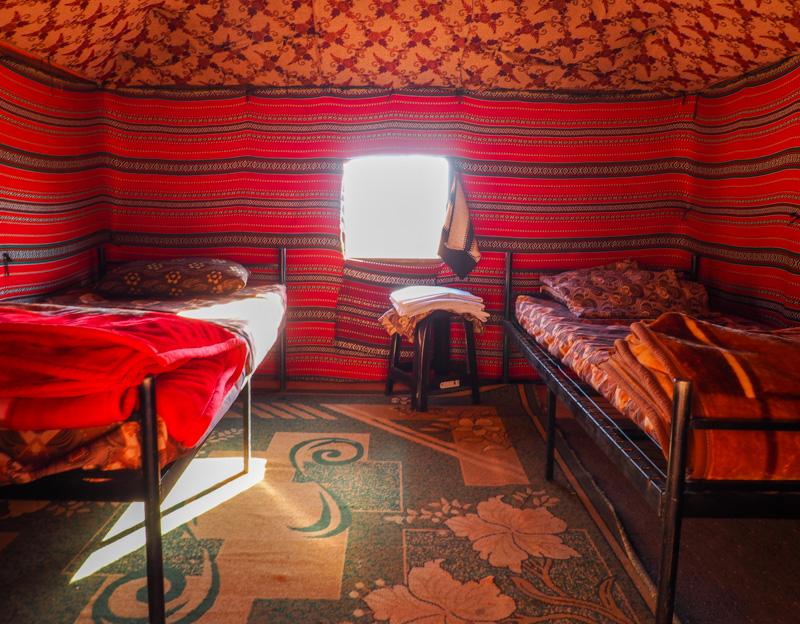 Camp bédouin dans le désert