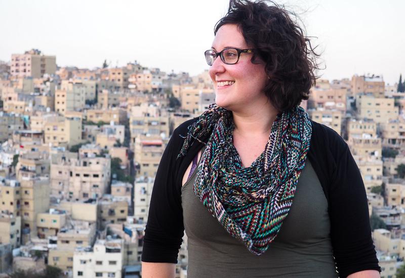 Annie dans la ville d'Amman.