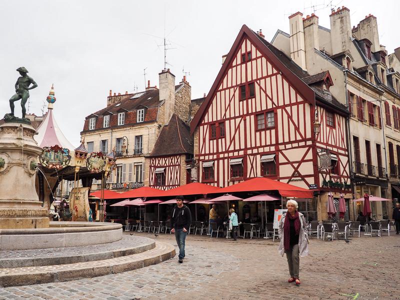 Place du Bareuzai de Dijon.