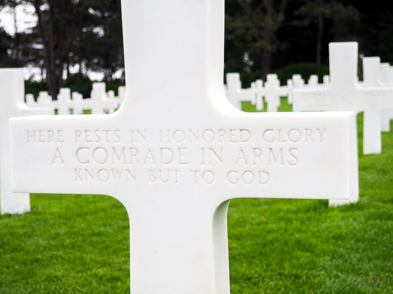 Tombe d'un soldat américain en Normandie.