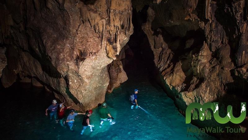 Randonnée dans ATM Cave au Belize. Photo de Maya Walks.