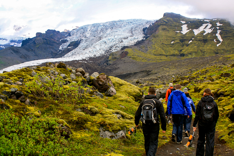 Début de la randonnée sur un glacier en Islande