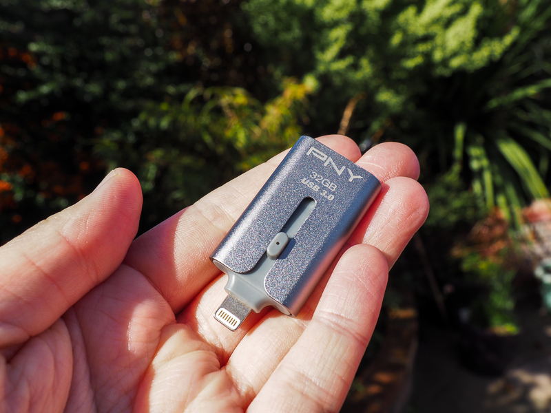 Duo-Link de PNY : système de stockage pour téléphone cellulaire.