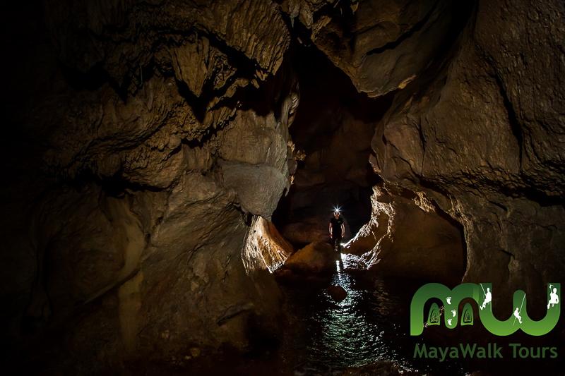 Explorer la grotte Actun Tunichil Muknal