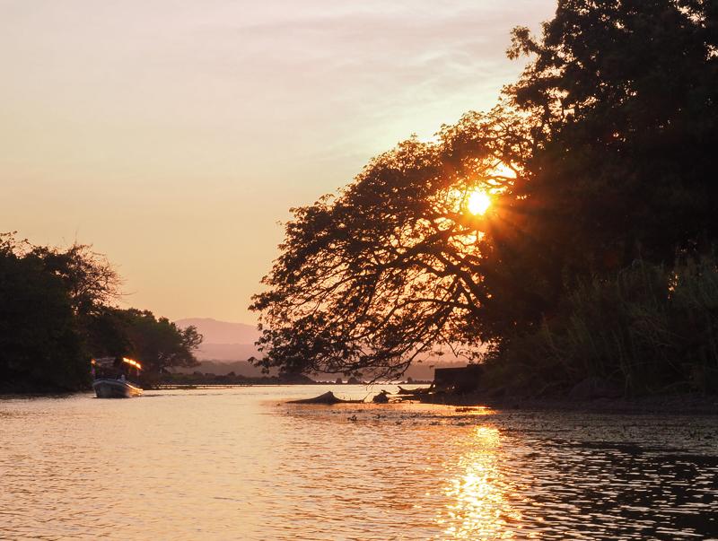 Coucher de soleil sur Las Islestas à Granada au Nicaragua