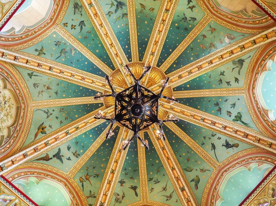 Détails du plafond au Château Rouge du Pays de Galles