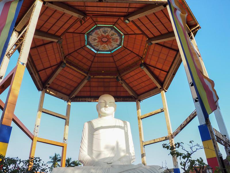 Statue de Bouddha géante à Anuradhapura