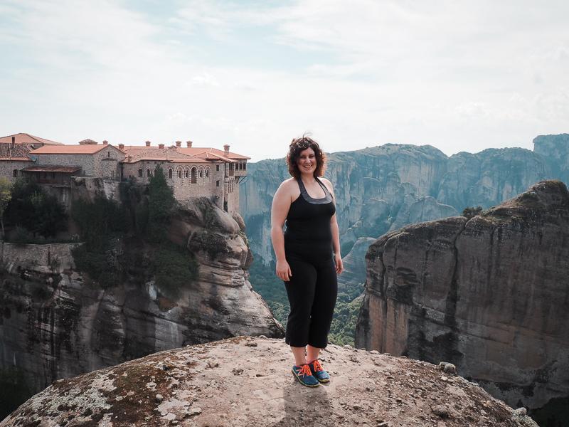 Randonnée sur les sentiers près des monastères des Météores
