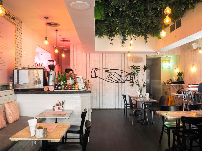 Café Love Thy Neighbour sur Bold Street à Liverpool