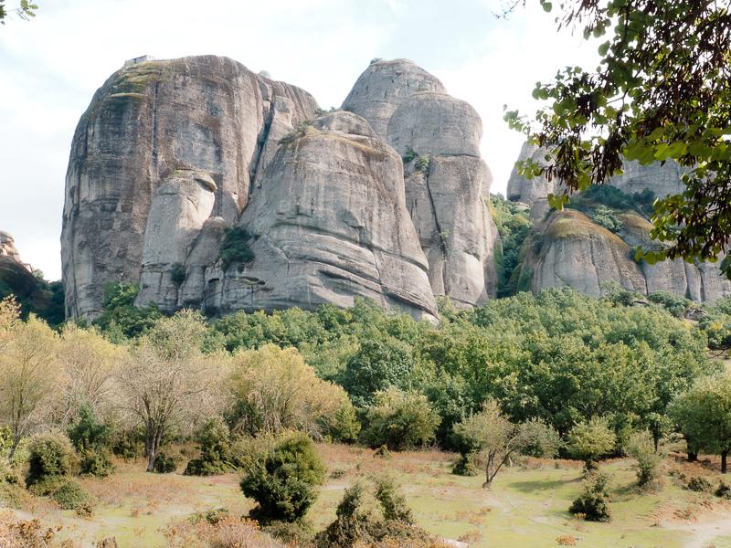Formations rocheuses appelées météores en Grèce
