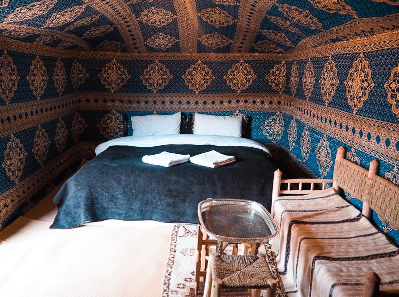 Chambre de luxe dans un campement berbère dans le Sahara