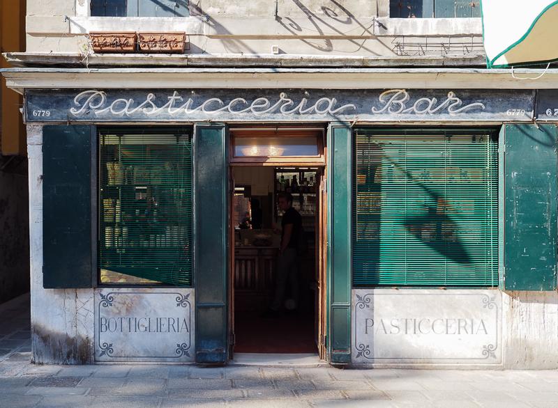 Façade d'une pâtisserie du quartier Cannaregio de Venise
