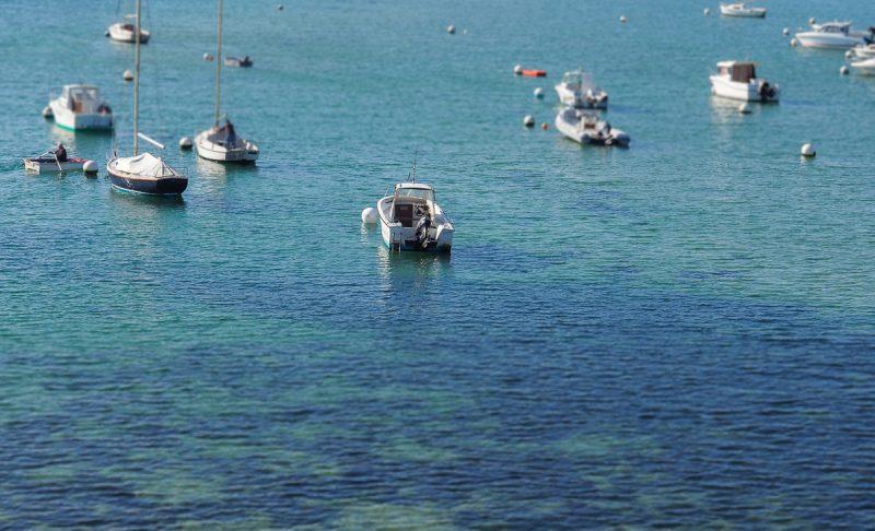 Bateaux dans la baie du Mont Saint-Michel à Saint-Malo en Bretagne