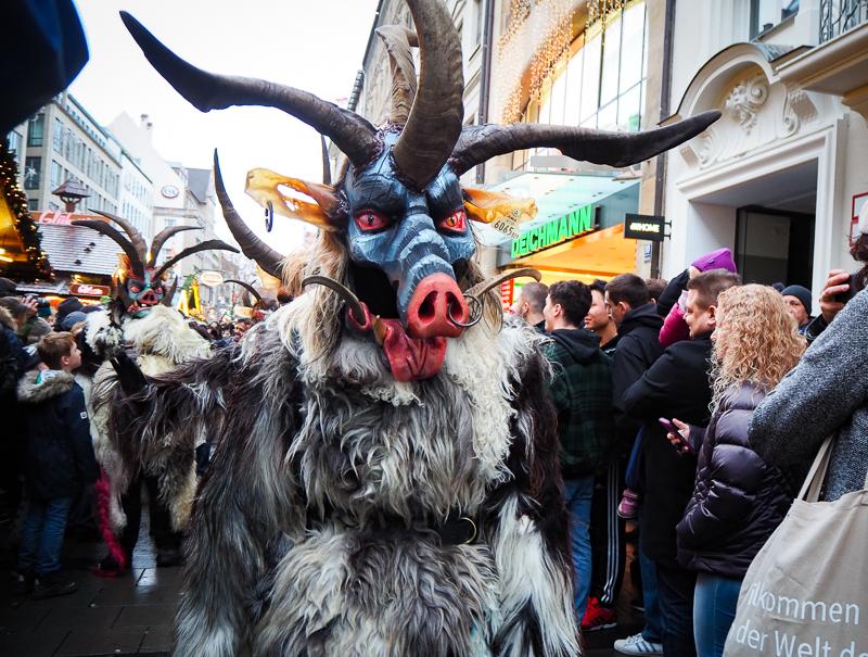 Krampus cochon au marché de Noël de Munich