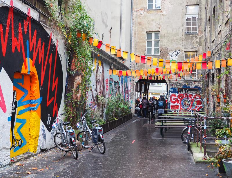 Ruelle Haus Schwarzenberg à Berlin. Un bon endroit où voir du street art de qualité