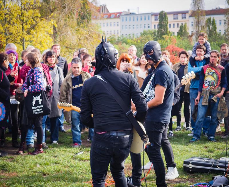 Groupe de musique live au Mauerpark de Berlin