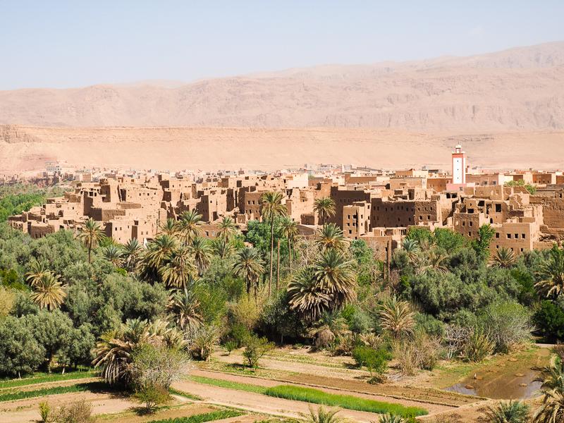 Ville d'Arfoud, oasis verdoyante sur la route du désert au Maroc