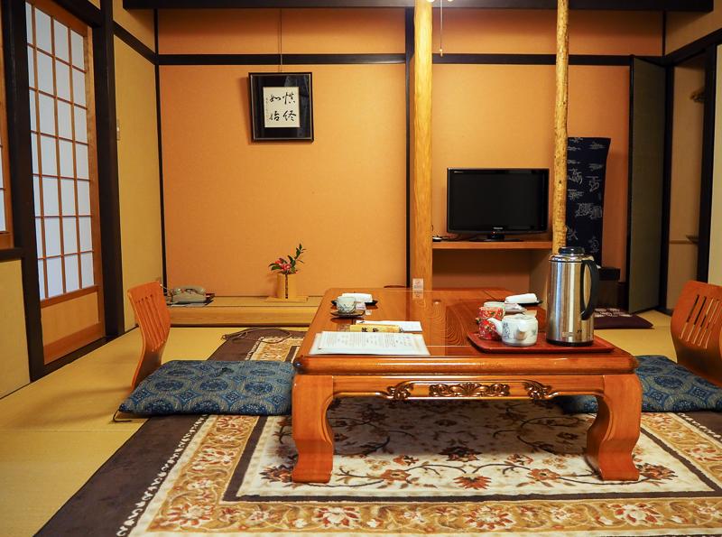 Chambre privée au ryokan Momijiya Annex de Kyoto avec mobilier traditionnel