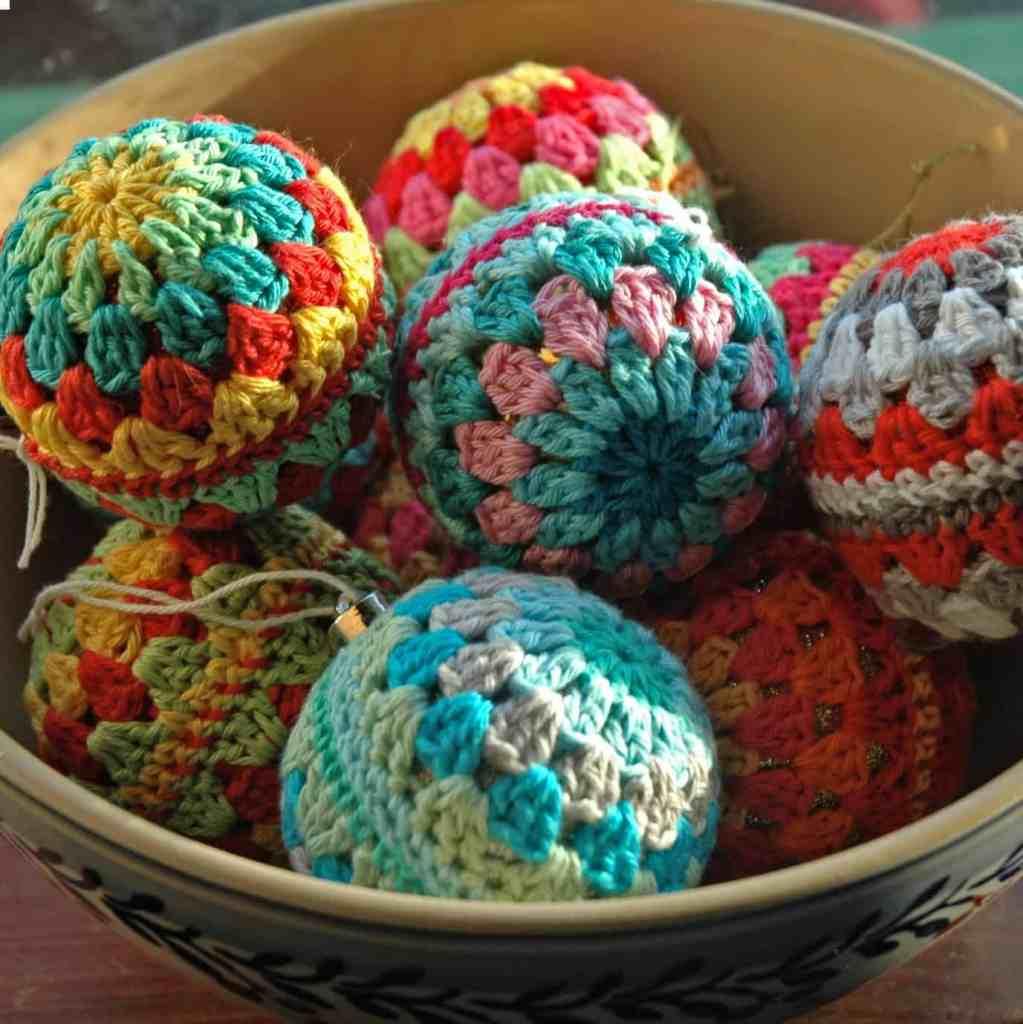 Easy Granny Crochet Christmas Baubles! Free Pattern