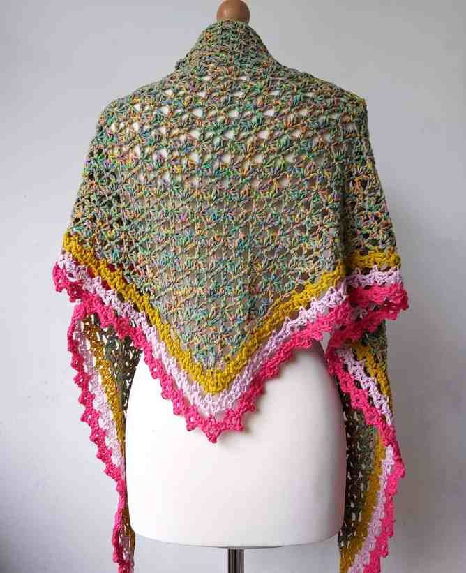 Easy Crochet Triangle Shawl – Free Pattern for Spindle Shawl