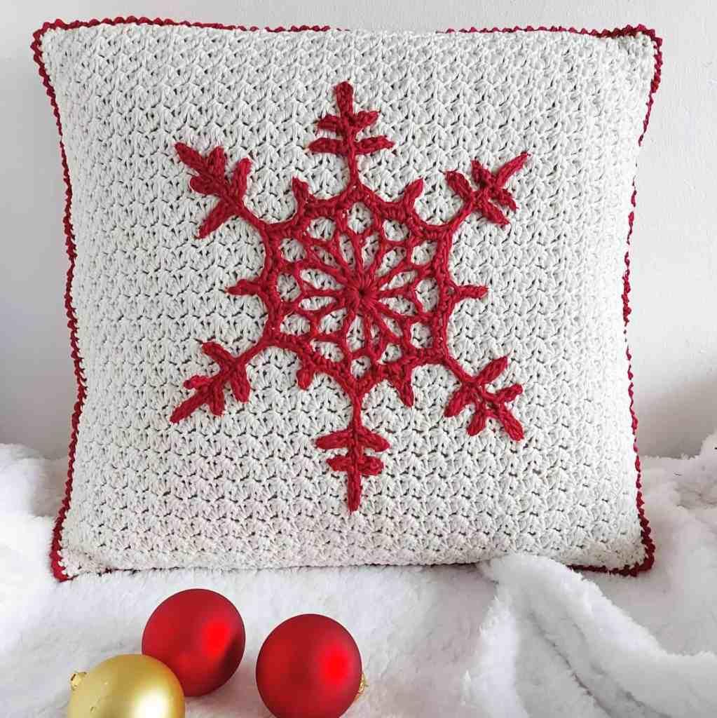 Christmas Snowflake Pillow – Free Crochet Pattern