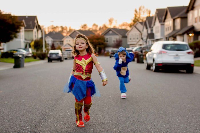 Powerful walk as wonder woman for halloween
