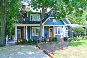Gorgeous Five Bedroom ITB Home With Pool