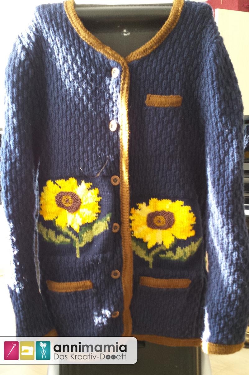 Sonnenblumen-Strickjacke mit Perlen von vorne
