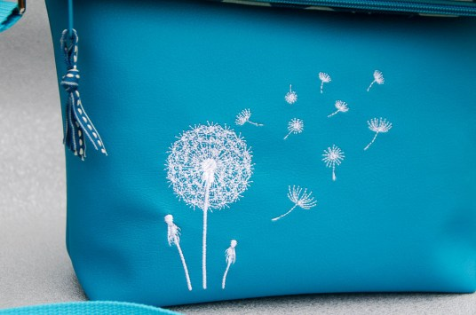 Julibuntes Foldover-Tasche mit Pusteblume