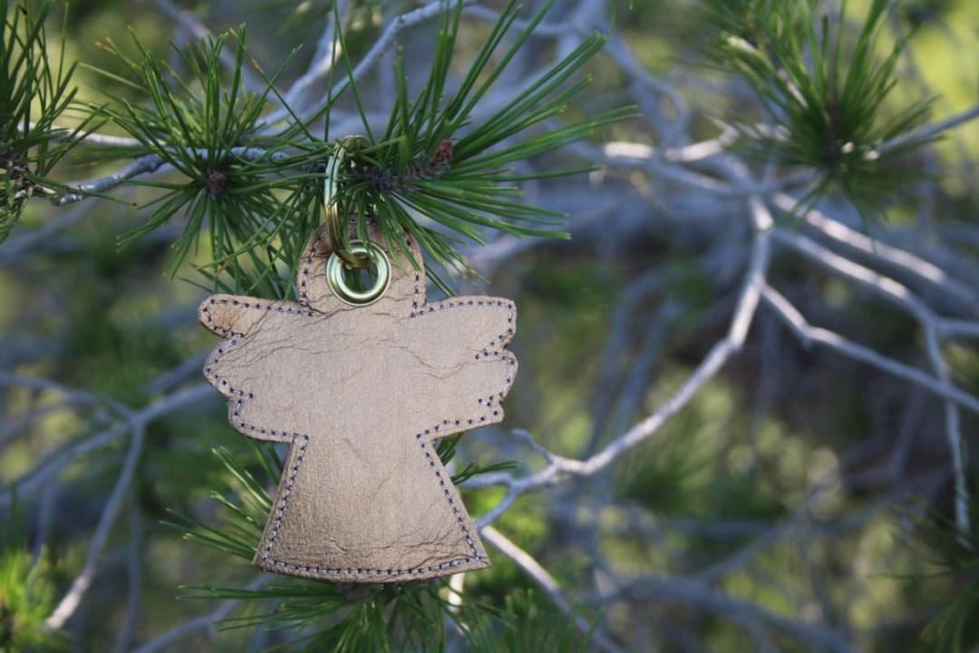 Weihnachtliche Schlüsselanhänger aus Shiny Glitzer und SnapPap/Nähpappe