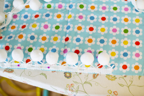 pom pom pillow sewing tutorial