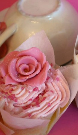 _0027_Pink and cream cup cakes.jpg