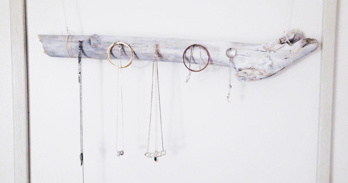 diy fabrique ton porte bijoux branche blognroll. Black Bedroom Furniture Sets. Home Design Ideas