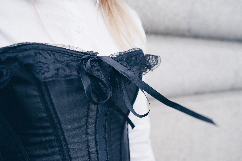 bustier corset details
