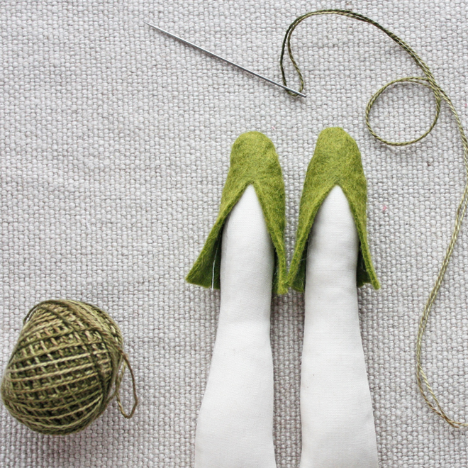 felt doll shoe diy