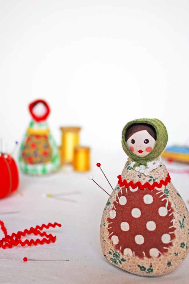 pin cushion - pin girl- free pattern