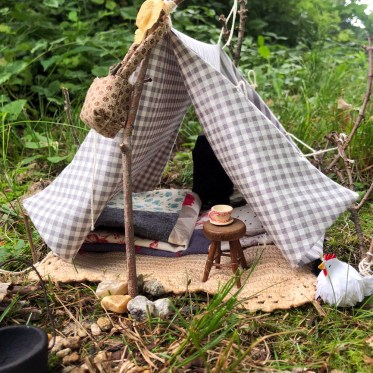 make a miniature camping scene with this doll tent diy