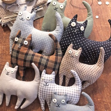 small stuffed cats in two sizes - sewing diy