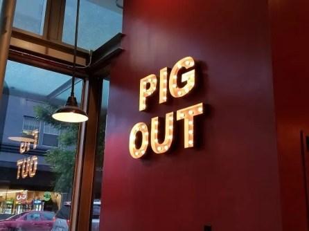 Lardo Pig Out sign