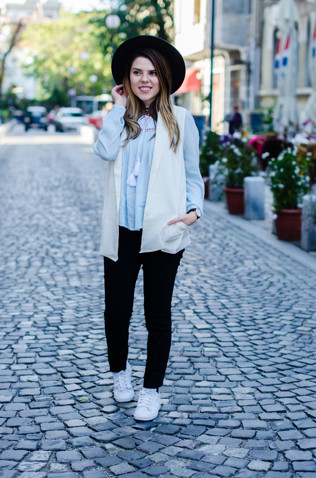 rosegal-white-vest-and-zaful-embroidered-blouse