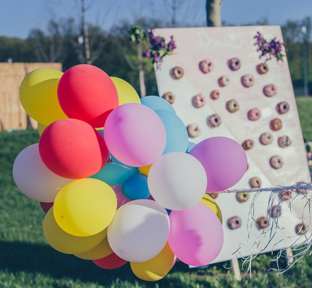 baloons and donuts