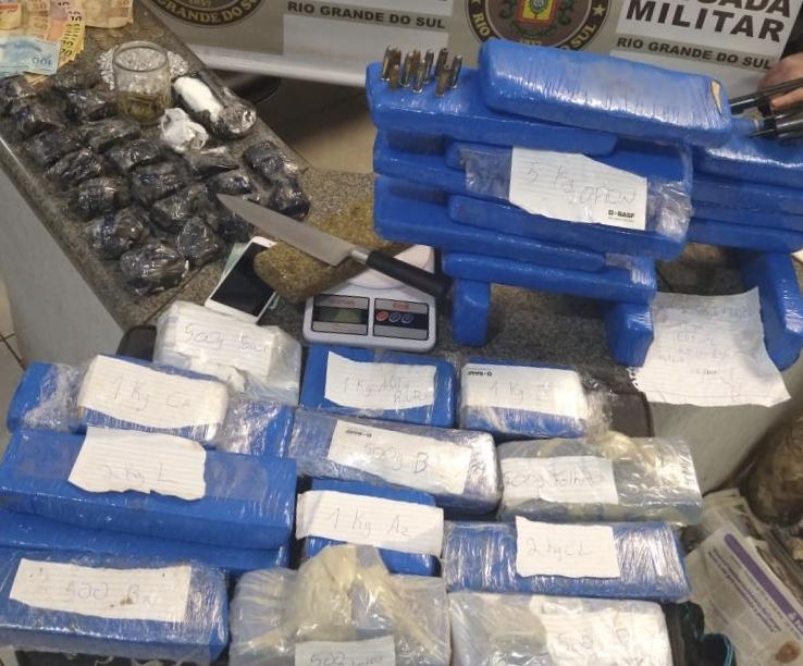 Brigada Militar apreende grande quantidade de drogas e prende três homens