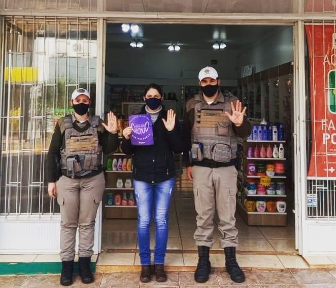 """Brigada Militar de Catuípe divulga campanha """"Máscara Roxa e Sinal Vermelho"""" contra Violência Doméstica"""