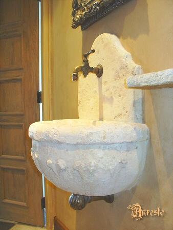Ref. 24- Muurkraantje op handwasbakje