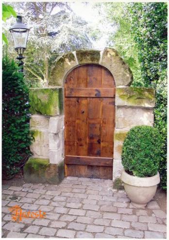 Ref. 10 – Afgeronde eiken poortje met portiek in kalkzandsteen